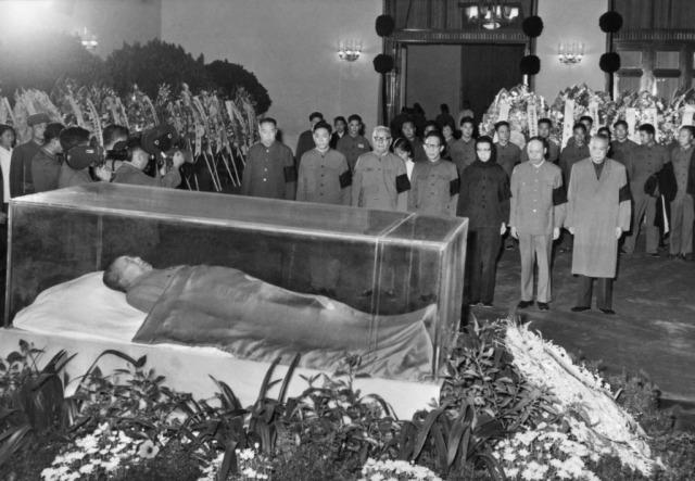 embalmed-mao-zedong