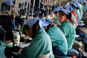 Chinese factory workers2
