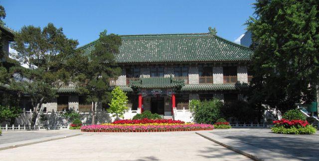 2560px-Peking_Union_1.jpg