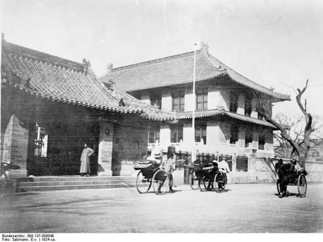 Bundesarchiv_Bild_137-009049,_Rodfeller_Institut_in_Peking.jpg